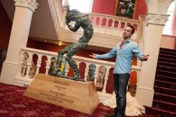 Jonjo unveiling the Mercutio Statue at Newcastle Theatre Royal - 4